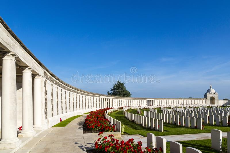 Кладбище Первая мировой войны кроватки Tyne, самое большое великобританское кладбище войны в мире около Ипра, Фландрия, Zonnebeke стоковые изображения rf