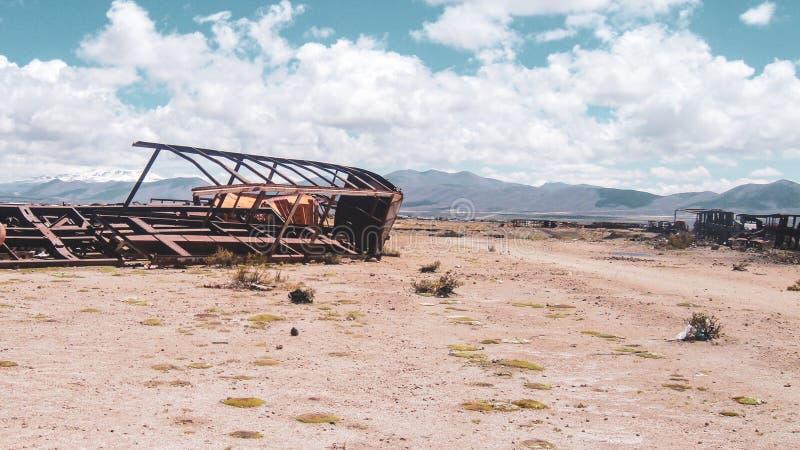 Кладбище поезда в Саларе de Uyuni стоковые фото