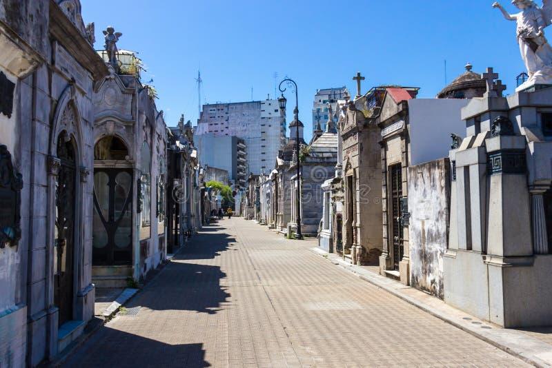 Кладбище Recoleta в Буэносе-Айрес летом стоковые фото