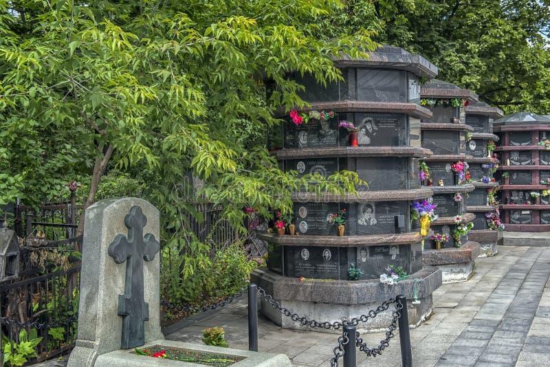 Кладбище Vagankovskoye в памятниках Москвы в кладбище на летний день стоковые фотографии rf