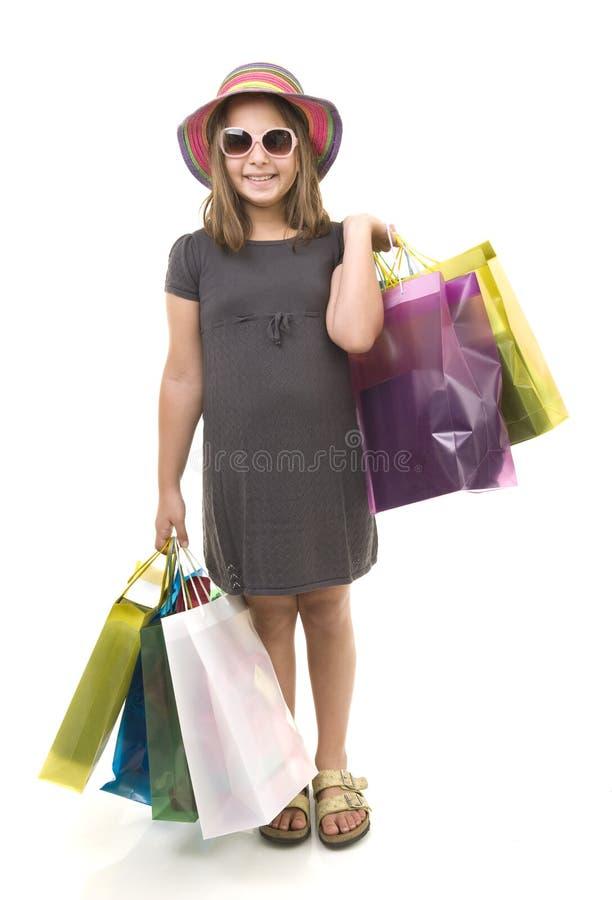 кладет детенышей в мешки покупкы девушки стоковые фото