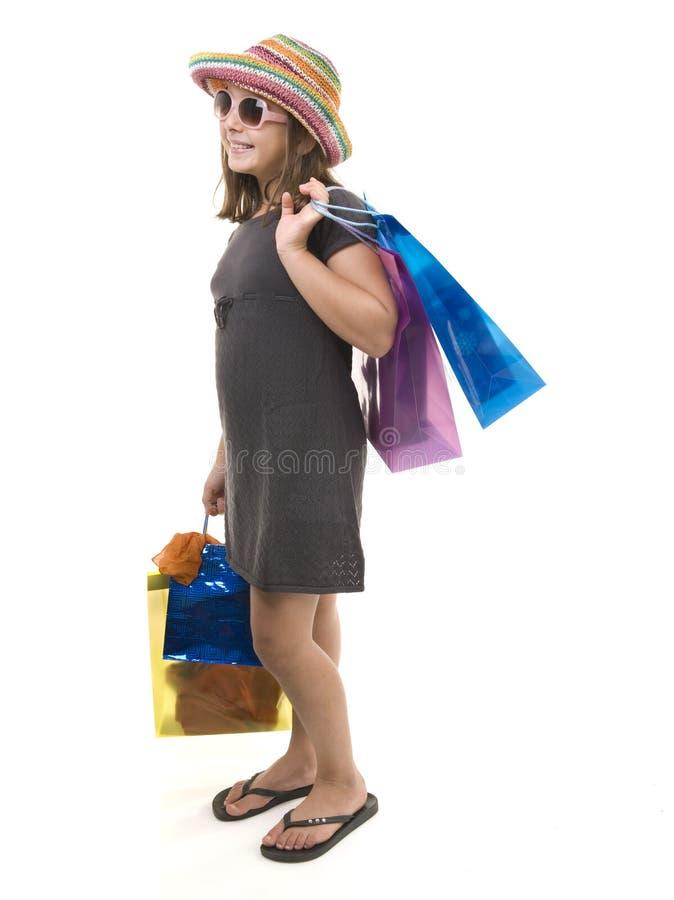 кладет детенышей в мешки покупкы девушки стоковое фото