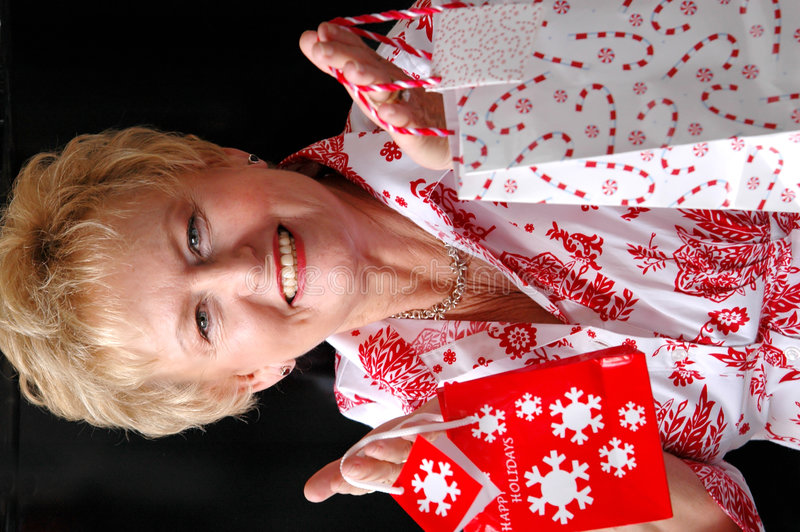 кладет женщину в мешки подарка рождества стоковые фото