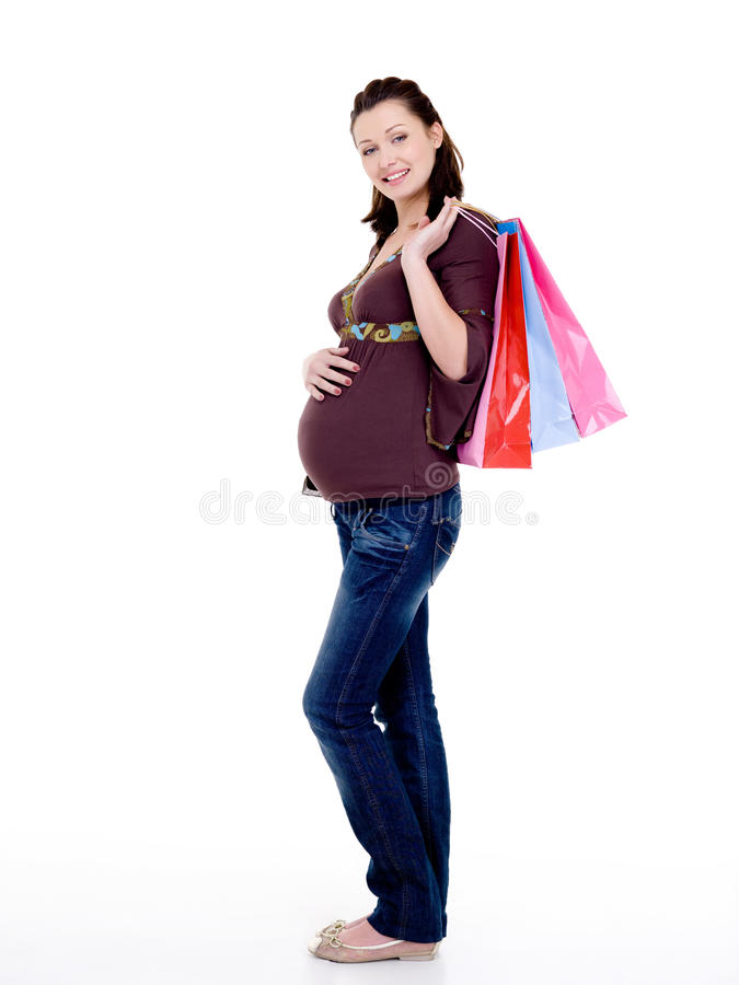 кладет жизнерадостную супоросую женщину в мешки покупкы стоковая фотография rf
