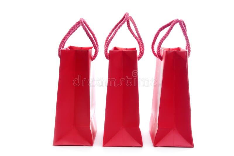 кладет красную покупку в мешки стоковое изображение rf