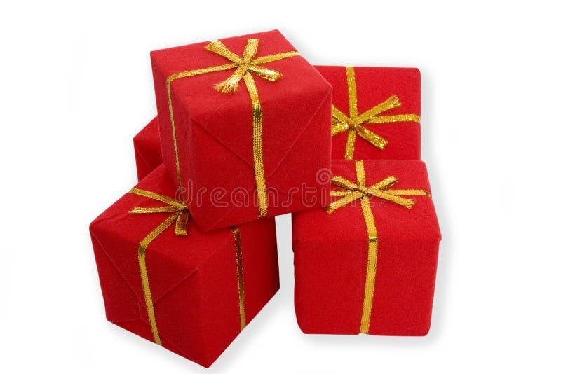 Download кладет подарки в коробку стоковое фото. изображение насчитывающей торжество - 1188486