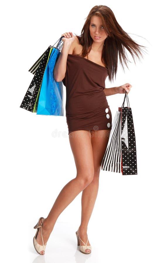 кладет цветастую женщину в мешки покупкы стоковое фото rf