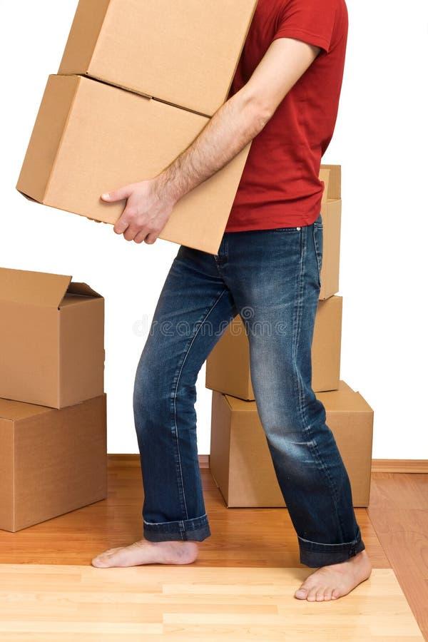 кладет человека в коробку серий картона стоковая фотография