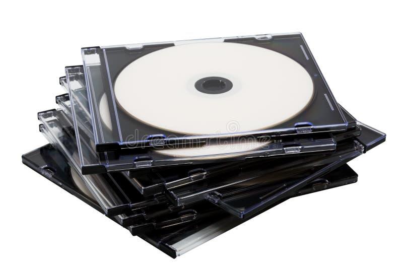 кладет cd диск в коробку стоковая фотография