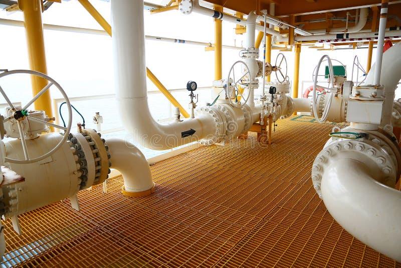 Клапаны ручные в процессе, производственный процесс использовали ручной клапан для того чтобы контролировать клапан системы, пако стоковые фотографии rf