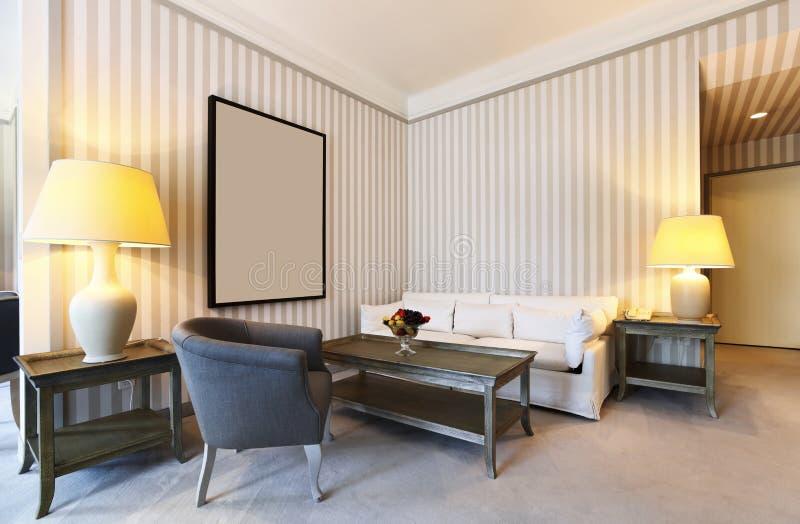 классицистическая удобная живущая комната стоковые фото