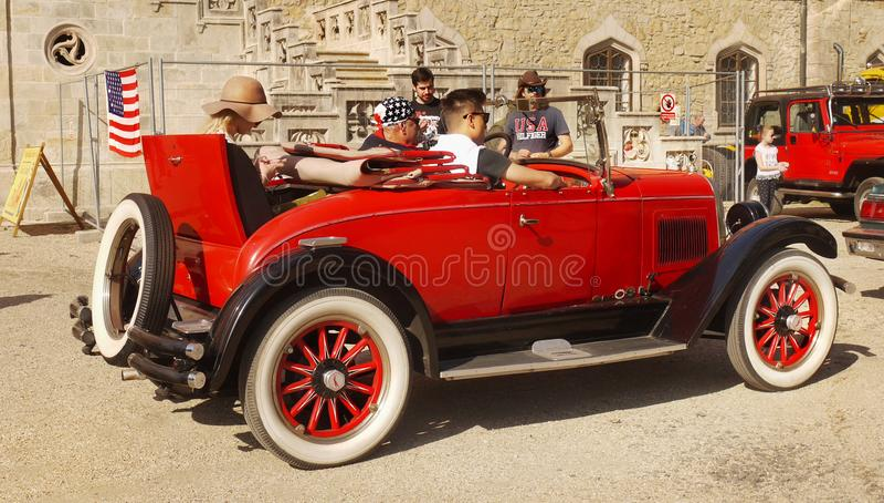 Классическая американская винтажная выставка автомобиля стоковое изображение