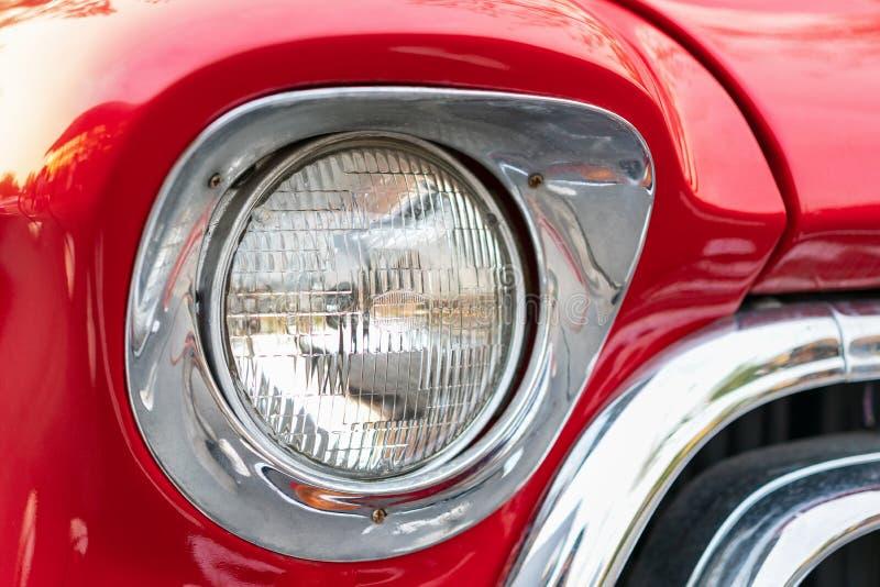 Классические красные фары автомобиля стоковое изображение