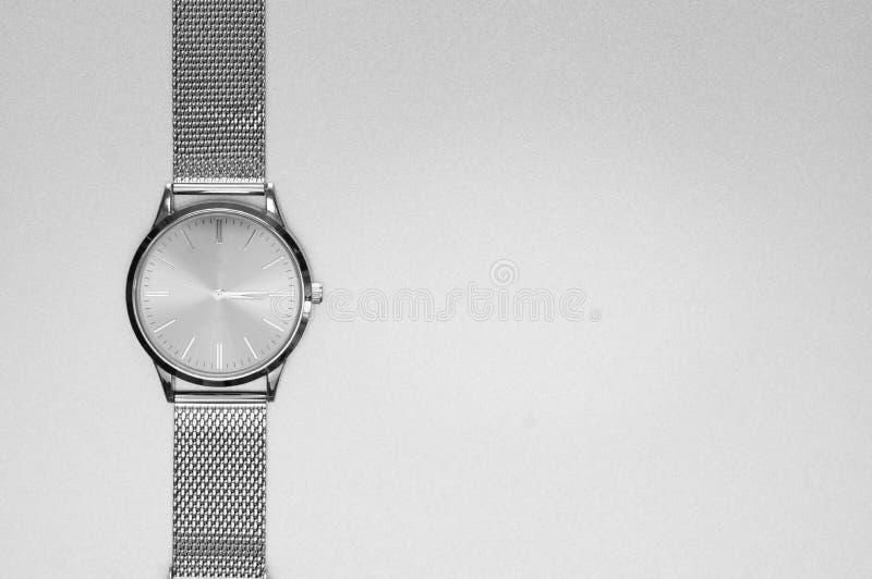 Классические стальные наручные часы стоковые фото