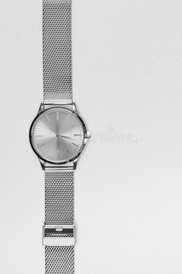 Классические стальные наручные часы стоковые изображения rf