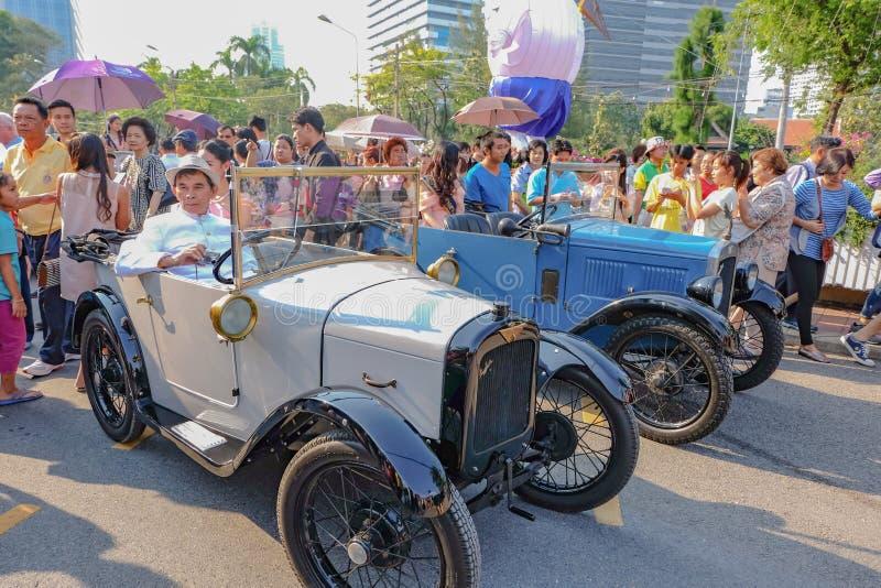Классический автомобиль с парадом мира мисс Таиланда в фестивале туризма Таиланда Бангкок стоковое фото