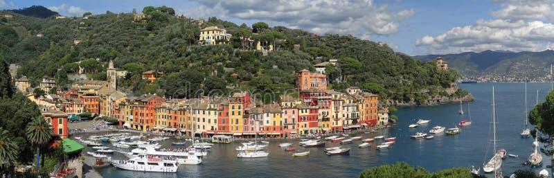 Классический взгляд гавани и залива Portofino стоковые изображения rf