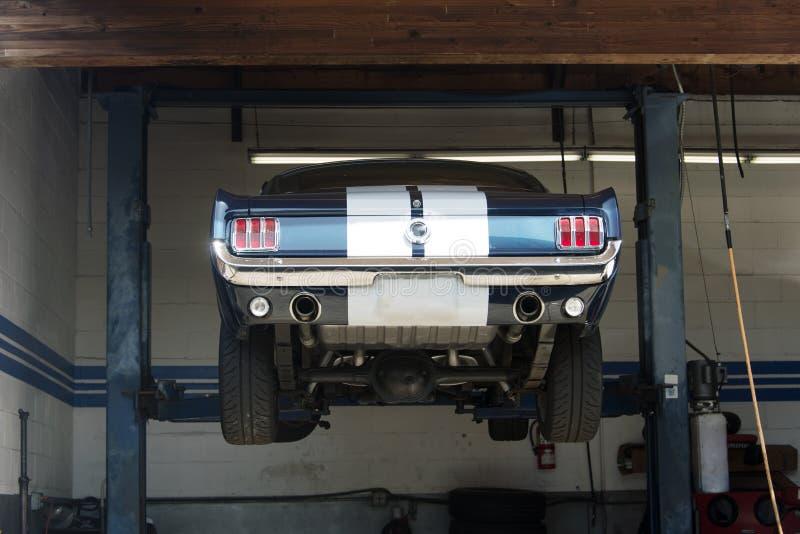 Классический винтажный обратимый американский автомобиль в улице в Лос-Анджелесе стоковые изображения rf