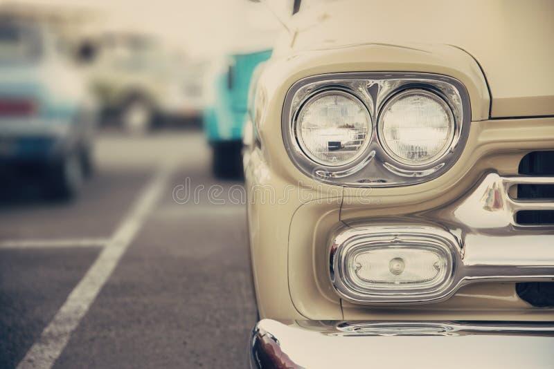Классический конец-вверх фар автомобиля стоковые изображения