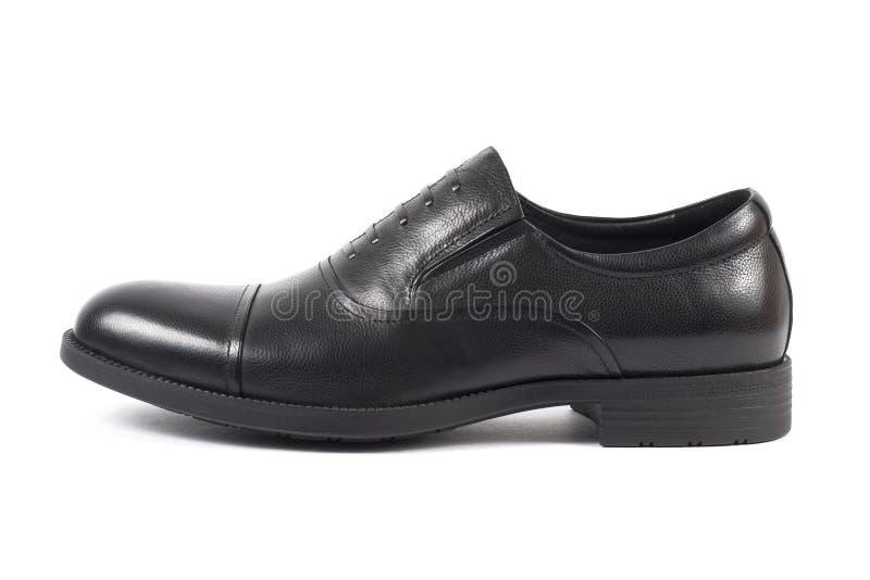 Классический мужской черный кожаный ботинок изолированный на белизне стоковые фото