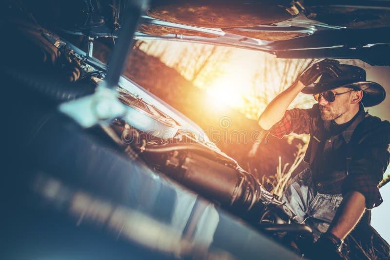 Классический пролом автомобиля вниз стоковое изображение