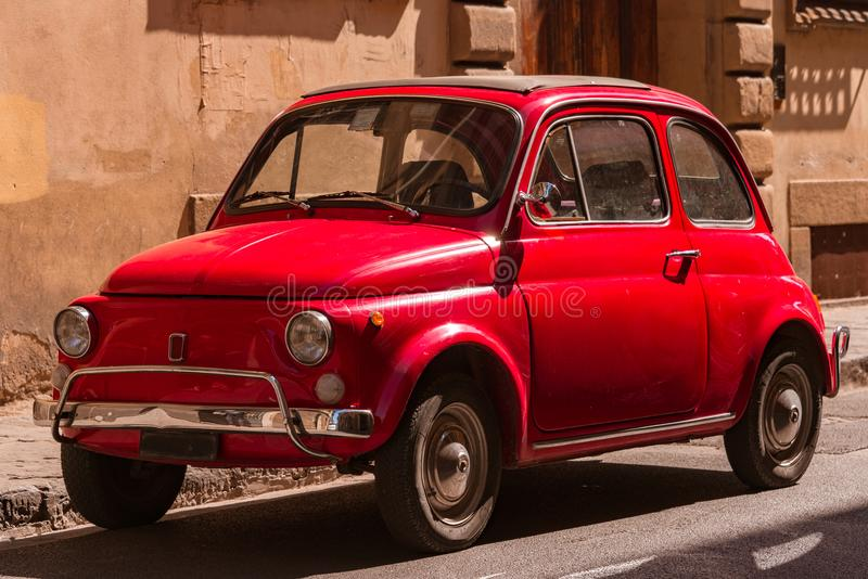 Классический Фиат 500 в Флоренсе, Италии стоковое изображение
