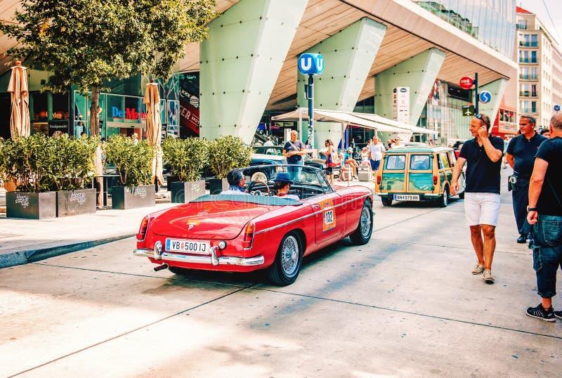Классическое старое ралли автомобилей винтажных автомобилей в Вене, Австрии стоковая фотография