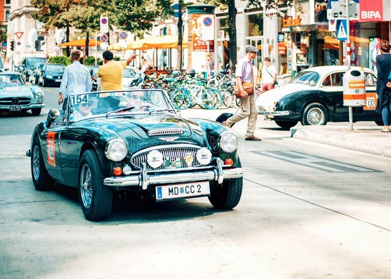 Классическое старое ралли автомобилей винтажных автомобилей в Вене, Австрии стоковые изображения rf