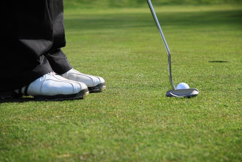 класть игрока в гольф стоковое изображение