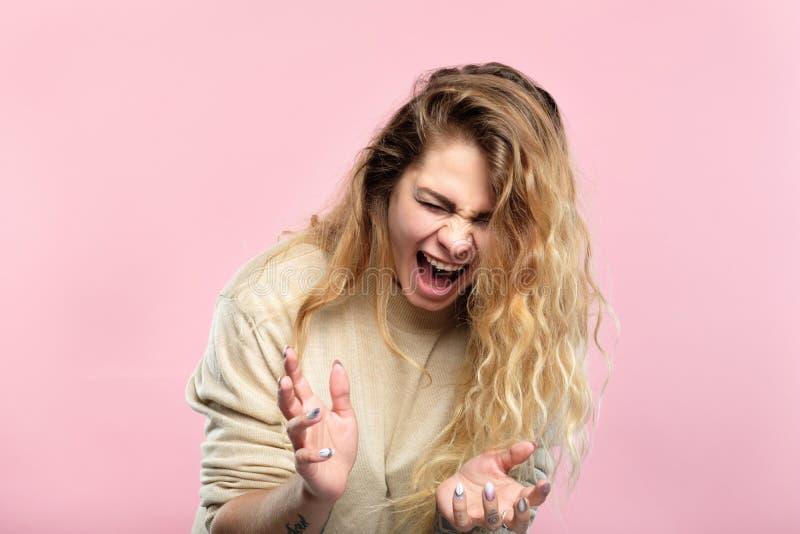 Клекот женщины выражения эмоционального нервного расстройства стресса стоковые фотографии rf