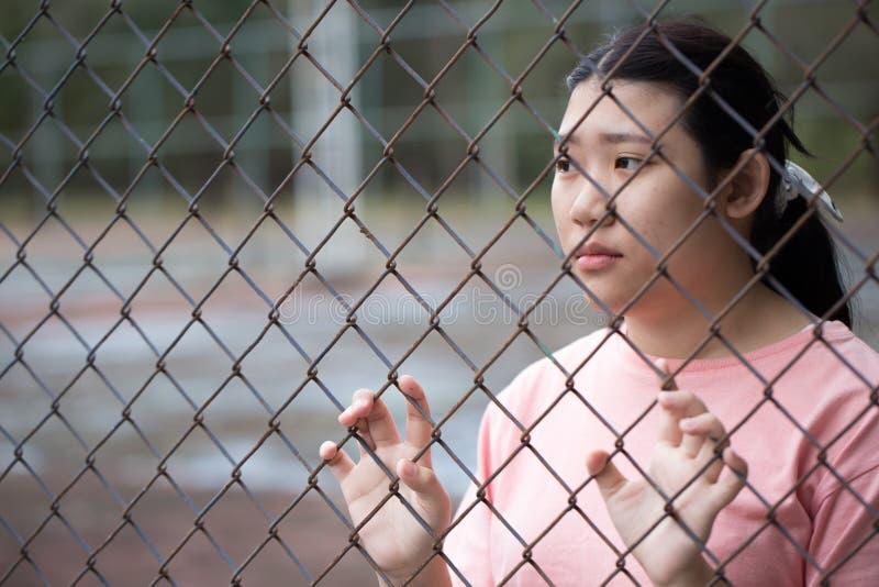 Клетка тюрьмы азиатская предназначенная для подростков задняя стоковые фотографии rf