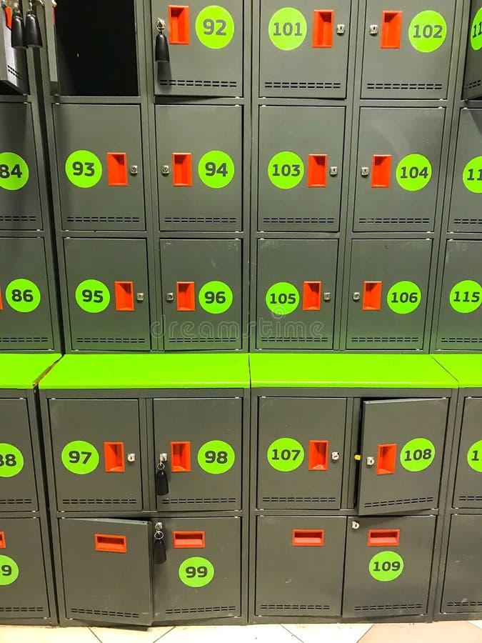 Клетки, клетки хранения с ключами в магазине стоковая фотография rf