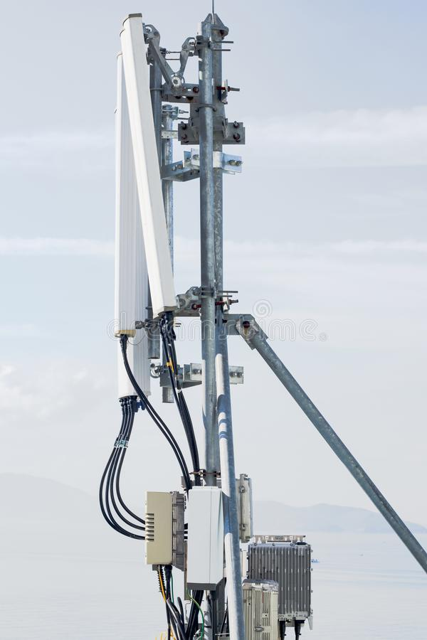 Клетчатая антенна на крыше стоковое фото rf