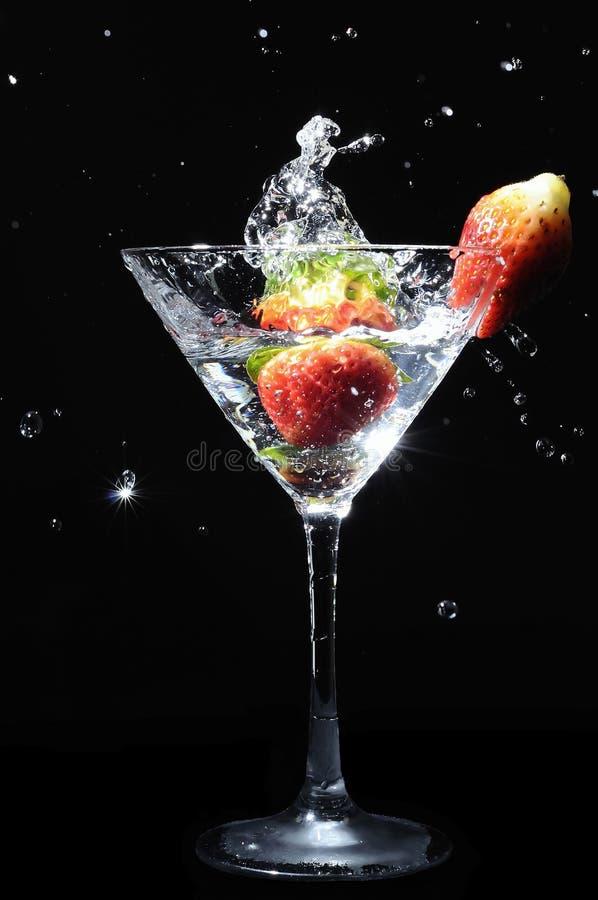 клубника выплеска martini стоковые фото