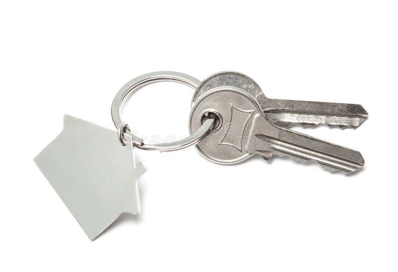 Ключи и домашнее ключевое кольцо изолированные на белой предпосылке Концепция покупать дом, арендуя стоковая фотография