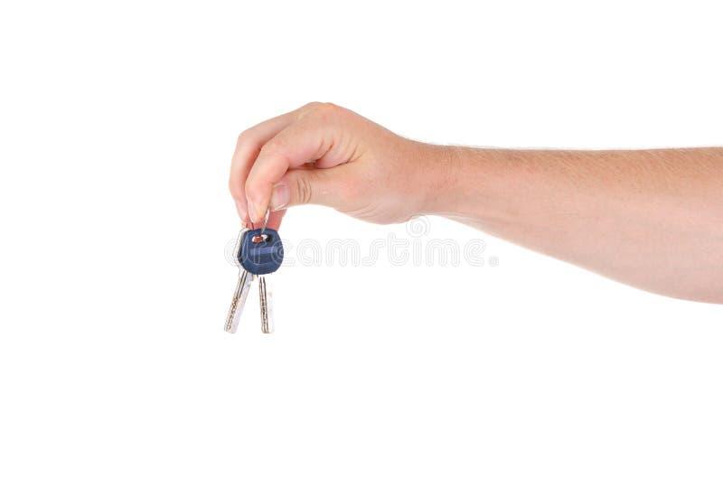 Ключи к недвижимости в руках людей на белой предпосылке стоковые фото