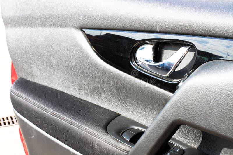 ключ руки двери автомобиля женский стоковые изображения