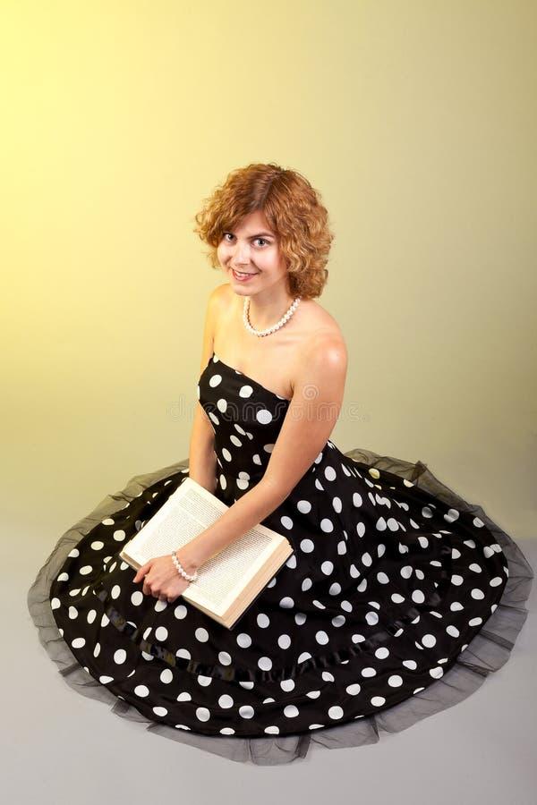 Книга девушки стоковая фотография