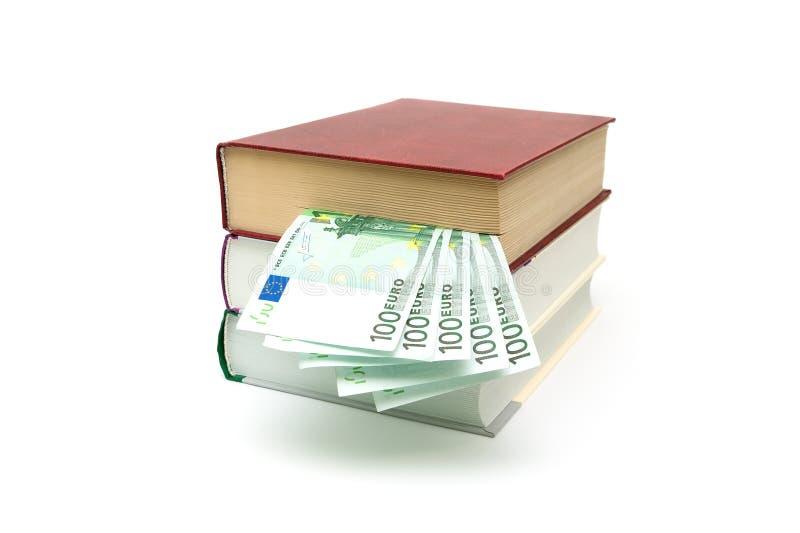 Книга и деньги изолированные на белой предпосылке стоковые фотографии rf