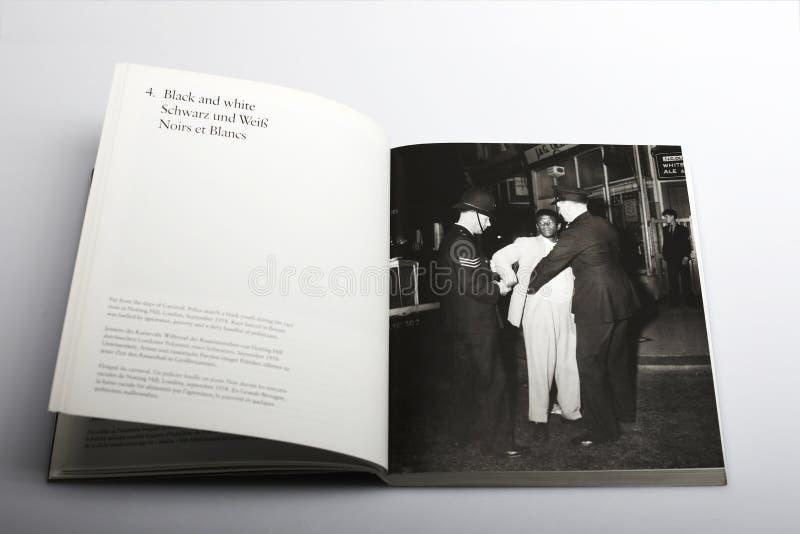 Книга фотографии Nick Yapp, иммигрантами приезжает в Лондон и Саутгемптон стоковые фотографии rf