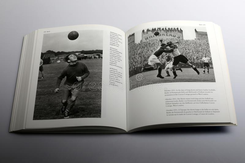 Книга фотографии Nick Yapp, Alf Ramsay, капитаном Tottenham Hotspur стоковое фото