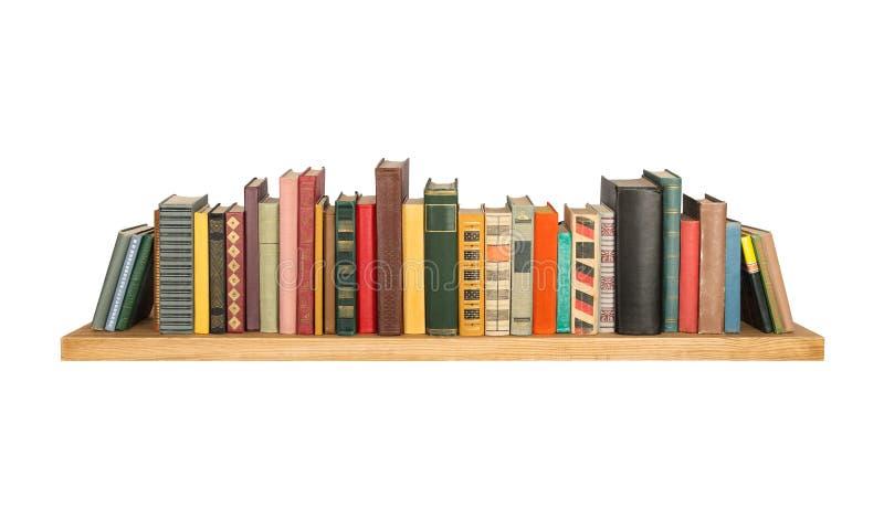 Книги на полке стоковое изображение rf