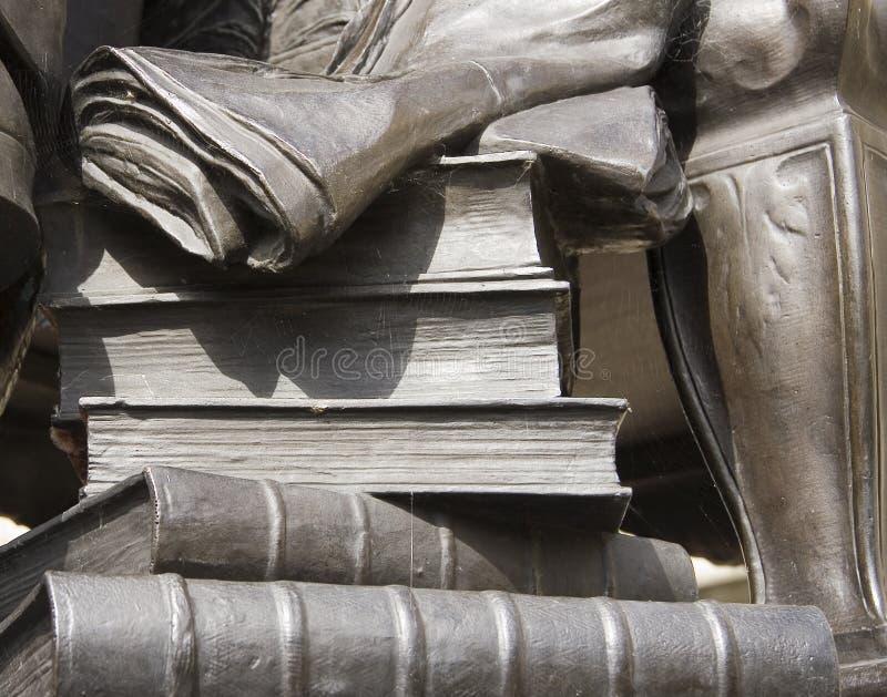 Книги статуи каменные стоковое фото rf