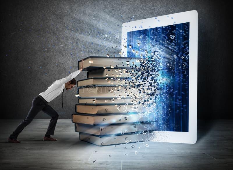 Книги чтения с EBook стоковая фотография rf