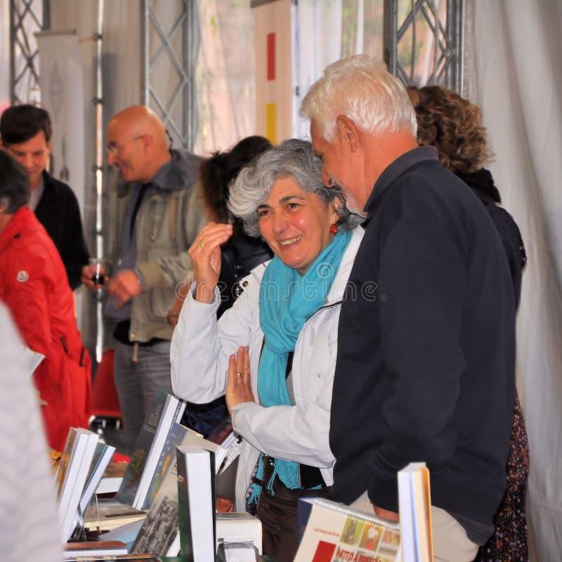 Книжная ярмарка в ` Librixia ` Брешии untranslatable Bookstores большие и малый дисплей их самые лучшие книги стоковая фотография rf