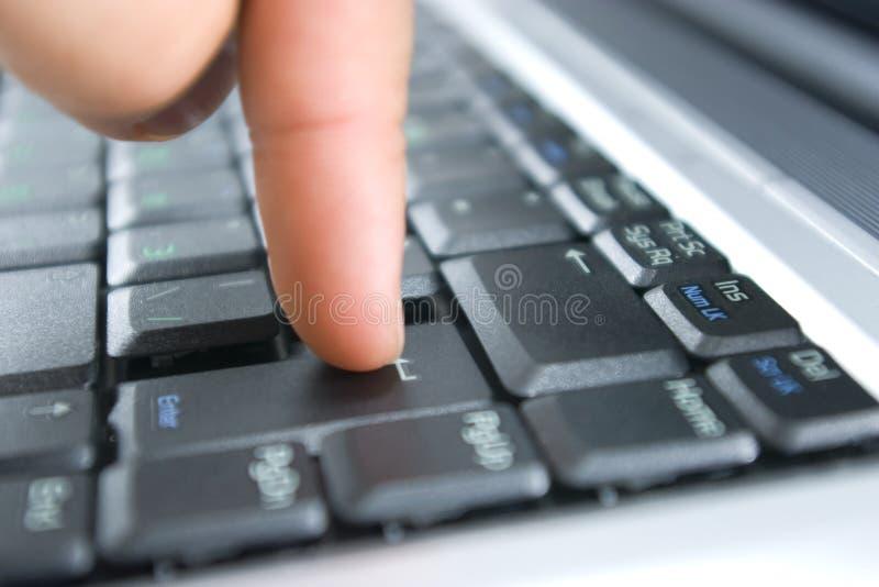 кнопка вписывает отжимать перста стоковая фотография rf