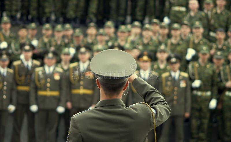 кнопка стрельбы офицера армии стоковая фотография