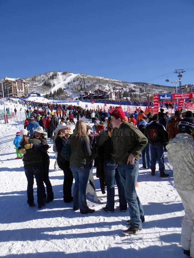 Download Ковбои посещают с друзьями и вентиляторами Редакционное Фото - изображение насчитывающей colorado, лыжник: 40589926