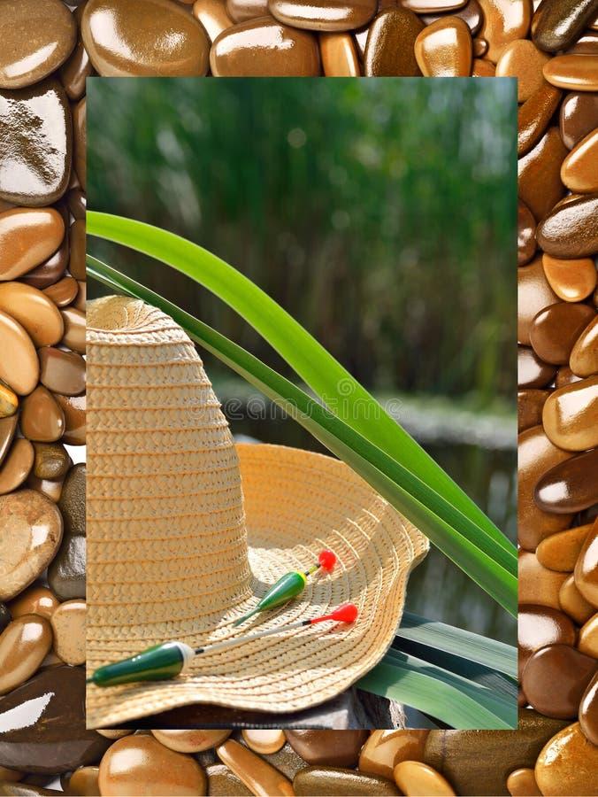 Ковбойская шляпа, удящ поплавки и тростники в природе стоковое изображение rf