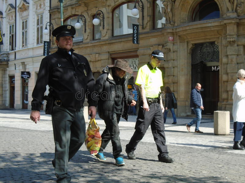 Ковбой бездомные как владением полицейских стоковая фотография
